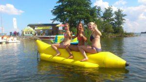Banaan varen recreatie en fun bij Waterski en Boarding School De Harder